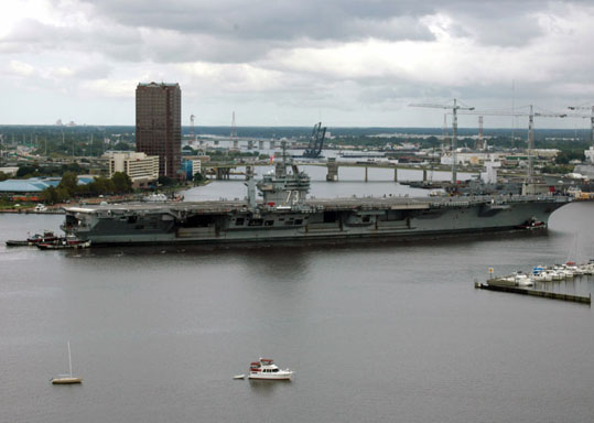 800px-USS_George_Washington(C-73).jpg