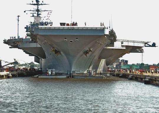 CVN73 enters drydock for DPIA@NNS 09302006.jpg