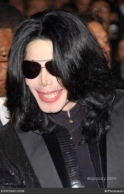 michael-jackson-2006-world-music-awards-arrivals-3EDMUJ.jpg